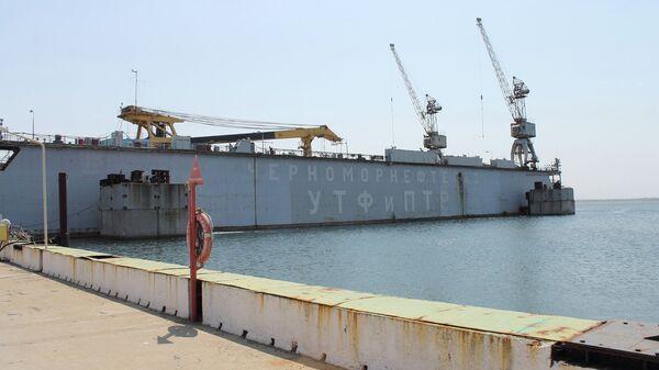 Плавучий док компании  Черноморнефтегаз. Архивное фото