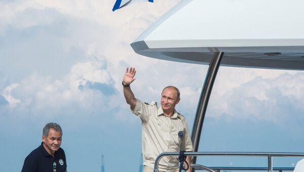 Президент России Владимир Путин в Севастополе. Архивное фото