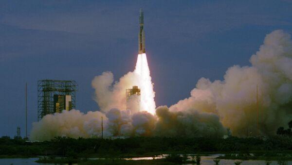 Запуск американской ракеты с космическим аппаратом Викинг-1 на борту с космодрома на мысе Канаверал
