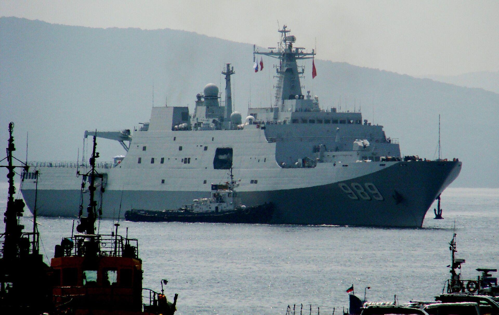 Десантный корабль Чанбайшань, прибывший во Владивосток в составе отряда из семи кораблей ВМС Китая для участия во втором этапе учений Морское взаимодействие - 2015 - РИА Новости, 1920, 08.10.2021
