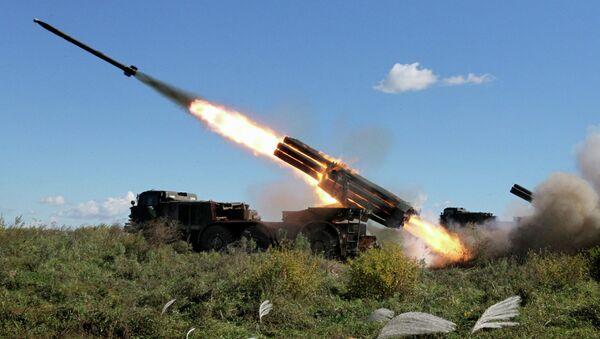Реактивная артиллерийская батарея системы залпового огня Ураган. Архивное фото