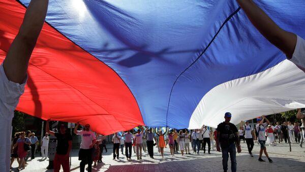 Празднование Дня российского флага в городах России. Архив