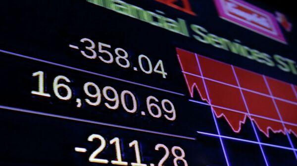 Табло с индексом Доу Джонса на Нью-йоркской фондовой бирже. Архивное фото