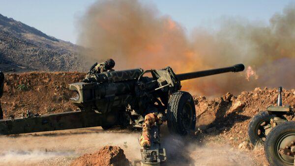 Сирийские военные ведут обстрел позиций исламистов в окрестностях города Эз-Забадани в Сирии