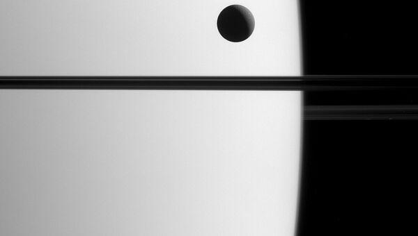Снимок транзита спутника Дионы на фоне Сатурна