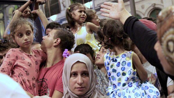 Беженцы на железнодорожном вокзале Будапешта, Венгрия. 31 августа 2015