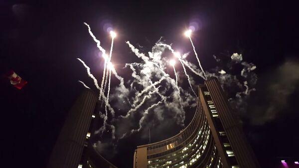 Огни в небе над Торонто