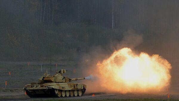 Танк Т-90А во время демонстрационных стрельб на открытии 10-ой международной выставки Russia arms expo