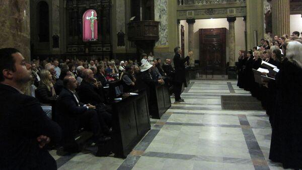 Московский синодальный хор исполняет русскую духовную музыку. Архивное фото