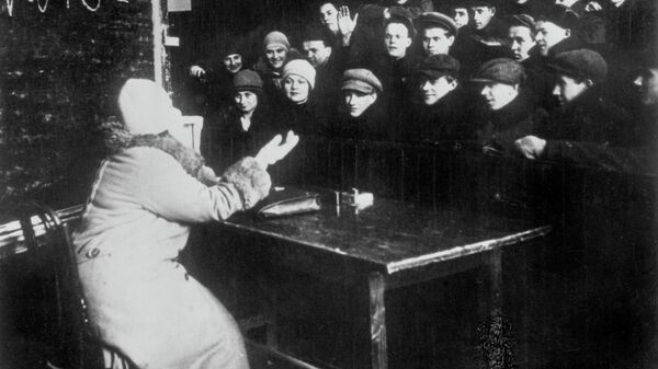 Занятия на рабфаке им. М. Н. Покровского при Московском государственном университете. 1920 год