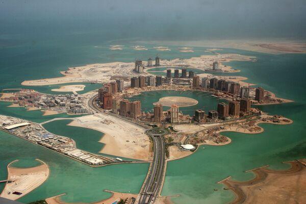 Вид с воздуха на искусственный остров жемчужина Катара в Дохе