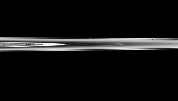 Изображение спутников Сатурна