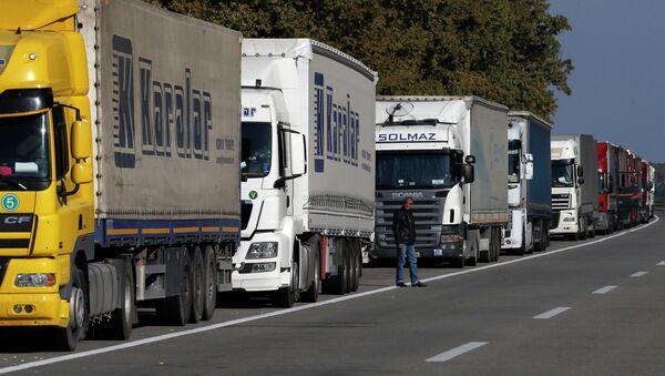 Фуры стоят перед границей между Сербией и Хорватией