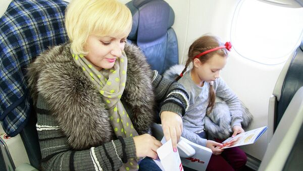 Пассажиры самолета участвуют в акции Русфонда