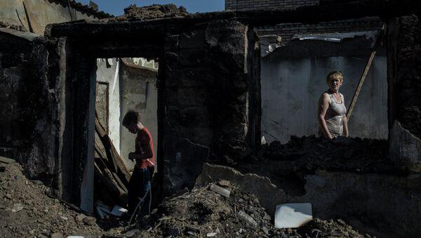 Жители поселка Старомихайловка Донецкой области. Сентябрь 2015