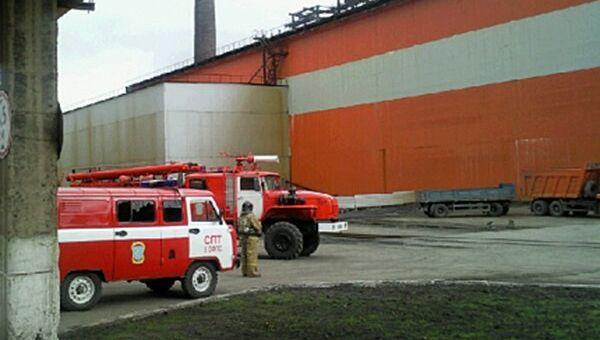 Спасатели МЧС на месте проишествия у металлургического цеха ЗАО Карабашмедь. Архивное фото