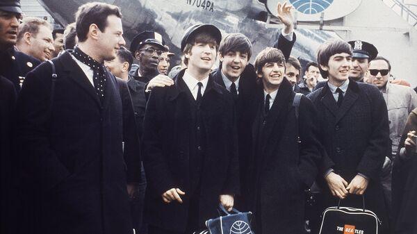 Группа The Beatles в аэропорту Лондона, 1964