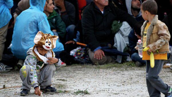 Дети играют на хорватско-венгерской границе. Архивное фото