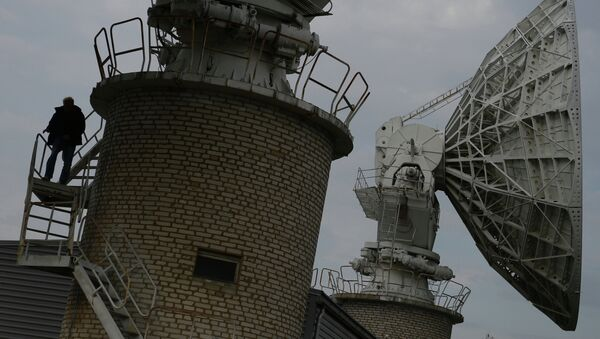 Спутниковые антенны центра космической связи. Архивное фото