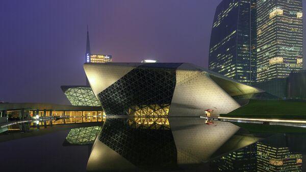 Здание оперного театра в Гуанчжоу (Guangzhou Opera House), Китай. Архитектор Захи Хадид