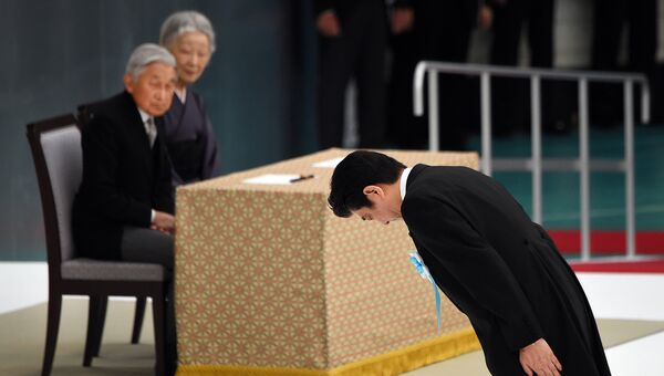 Премьер-министр Японии Синдзо Абэ и император Японии Акихито с супругой Митико. Архивное фото