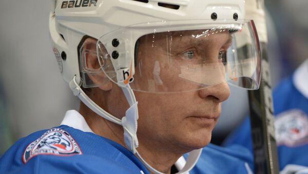 Президент РФ В. Путин принимает участие в хоккейном матче чемпионов НХЛ и Правления и почетных гостей НХЛ. Архивное фото