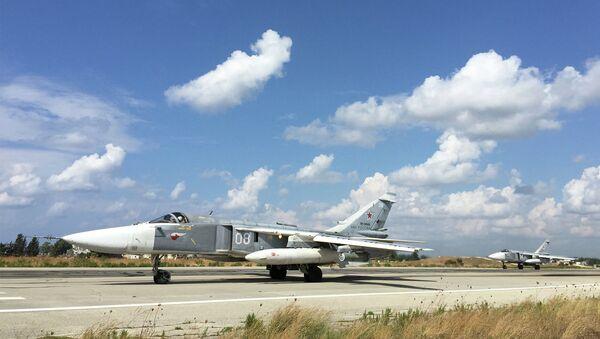 Российские Су-24 садятся на авиабазе Хмеймим, Сирия. Архивное фото