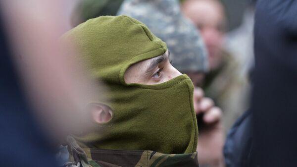 Боец батальона Айдар на митинге у Минобороны Украины. Архивное фото