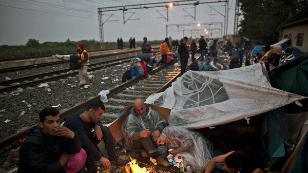 Мигранты из Ирака на вокзале в городе Товарник, Хорватия