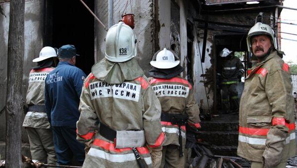 Сотрудники пожарной охраны МЧС России