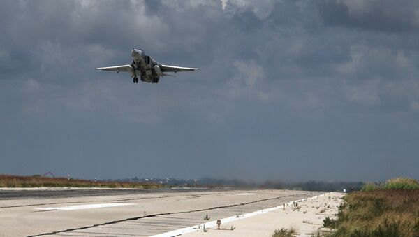 Российский бомбардировщик Су-24 взлетает из аэропорта Латакии. Архивное фото