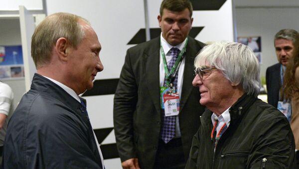 Президент России Владимир Путин и генеральный промоутер Формулы-1 Берни Экклстоун на Гран-при России гонок Формула-1 в Сочи