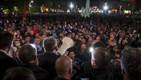 Лидеры оппозиции во время антиправительственной акции протеста в Подгорице, Черногория