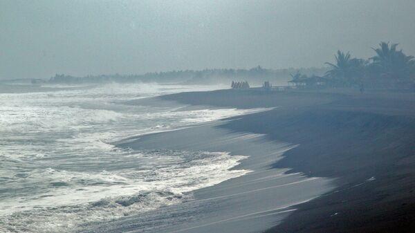Волны, вызванные приближением урагана Патрисия. Архивное фото
