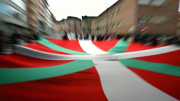 Флаг автономного сообщества Страны Басков в Бильбао, Испания. Архивное фото