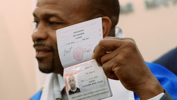 Боксер Рой Джонс получил российский паспорт. Архивное фото