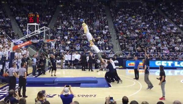 Самые необычные броски мяча в баскетболе