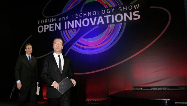 Председатель правительства РФ Дмитрий Медведев и премьер-министр Республики Сербия Александр Вучич на международном форуме Открытые инновации в Москве