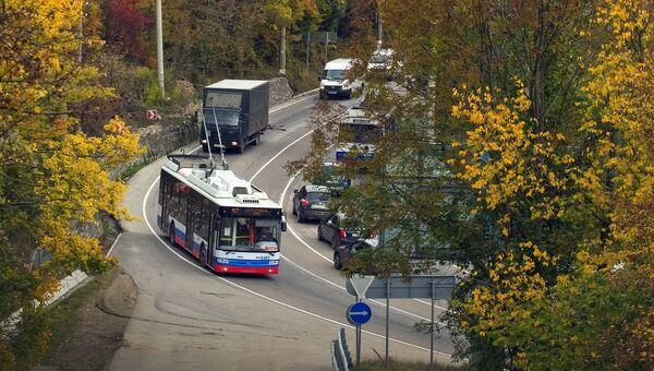 Автомобили на трассе Симферополь - Ялта. Архивное фото