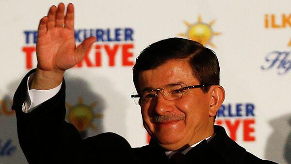 Турецкий премьер-министр Ахмет Давутоглу после победы на парламентских выборов