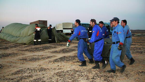 Сотрудники МЧС РФ на месте крушения самолета Airbus A321 авиакомпании Когалымавиа в Египте