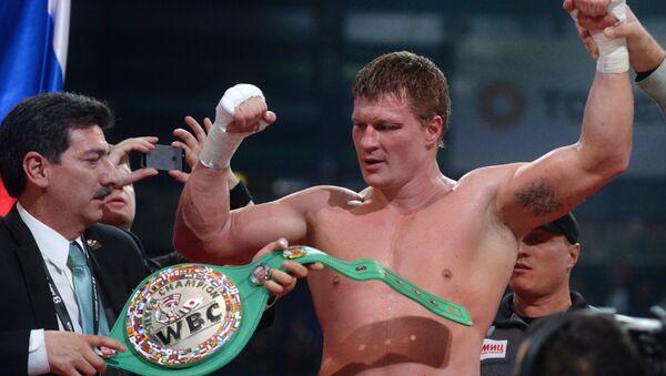 Александр Поветкин (Россия) после окончания боя за титул WBC Silver в супертяжелом весе на боксерском шоу в Казани. Архивное фото