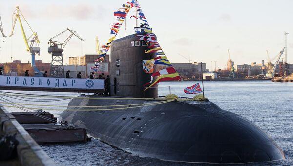 Торжественная церемония подъема Военно-морского флага на дизель-электрической подводной лодке Краснодар в Санкт-Петербурге