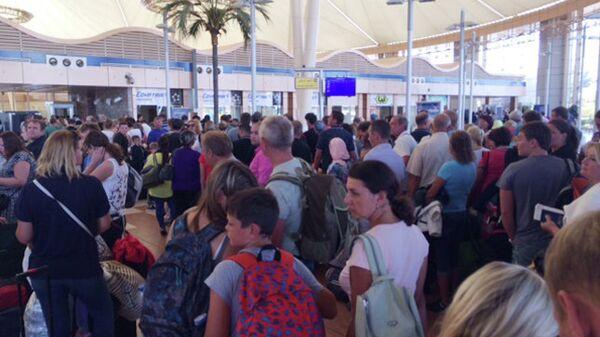 Туристы в аэропорту Шарм-эш-Шейха