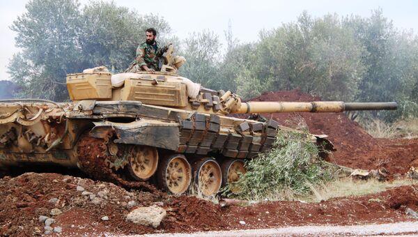 Танк сирийской армии заходит на огневую позицию. Ноябрь 2015
