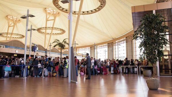 Туристы в аэропорту Шарм-эш-Шейха, Египет. Архивное фото