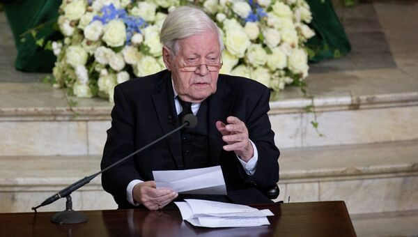 Бывший федеральный канцлер Германии Гельмут Шмидт. Архивное фото