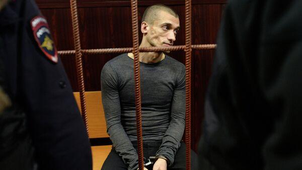 Художник Петр Павленский в зале суда перед слушанием по его делу в Москве. Архивное фото