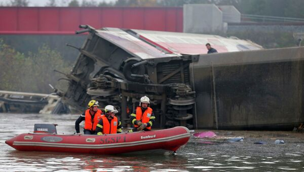 Скоростной испытательный поезд сошел с рельсов во Франции