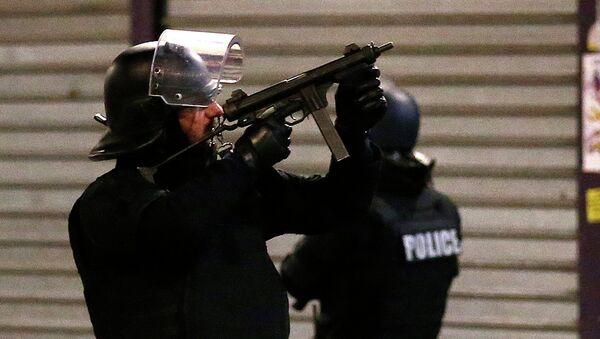 Полиция Франции во время операции в районе Сен-Дени
